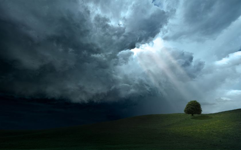 Light_Rays_Trough_Dark_Clouds
